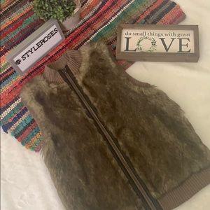 Faux fur vest - sz M